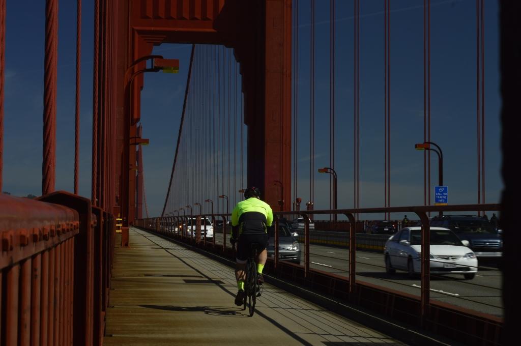 Los carriles especiales aumentan la seguridad vial para que las personas usen la bicicleta